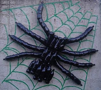 Как сделать паука из бутылок