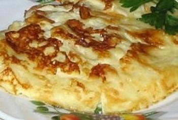 Омлет с хлебом и колбасой