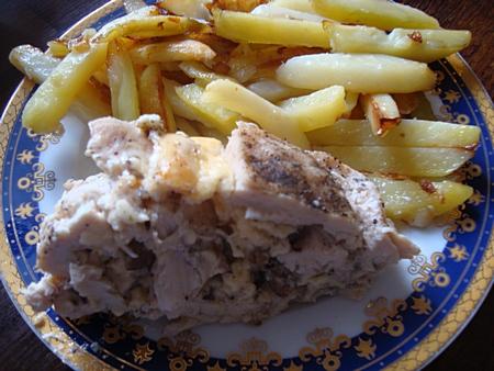 Рулет из курицы с грибами и сыром