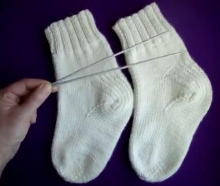 как вязать носки на двух спицах
