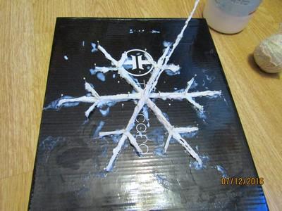 Снежинка из клея мастер класс